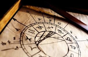 Astrothérapie: Astrologie traditionnelle, Karmique 85€